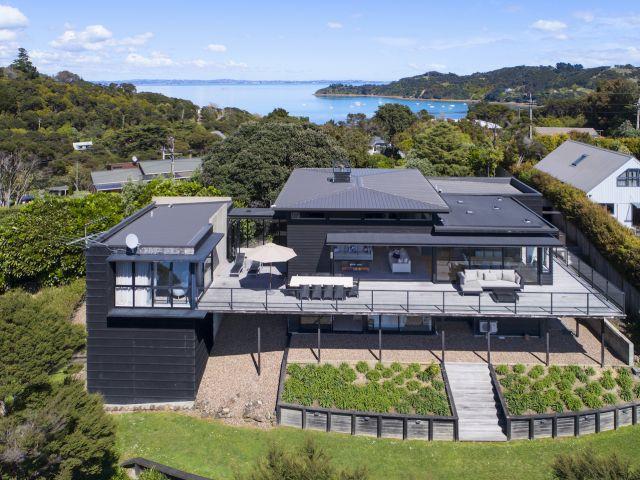 Luxury 5 Star Lodges and Holiday Accommodation on Waiheke Island